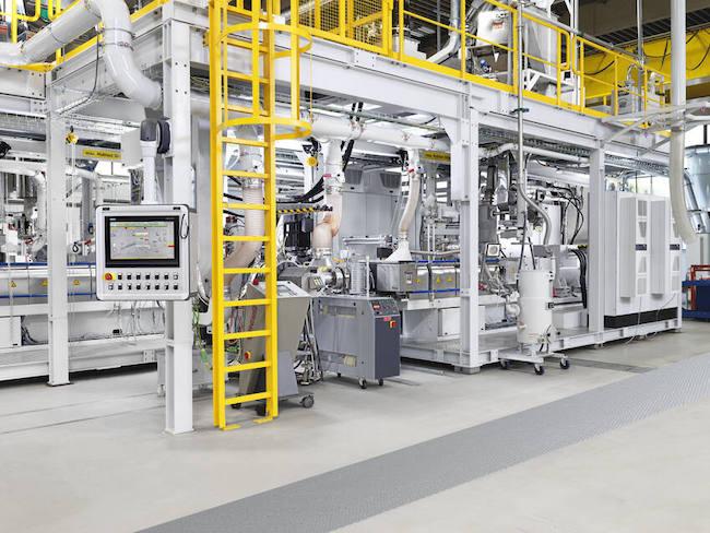 克劳斯玛菲研发中心开放先进的再混料生产线供客户试用